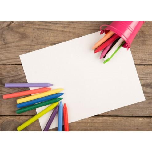 Buntstifte auf Holztisch  - Tischset aus Papier 44 x 32 cm