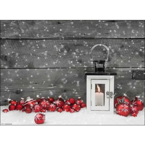 Weihnachtliches Arrangement mit Windlicht und Christbaumkugeln - Tischset aus Papier 44 x 32 cm